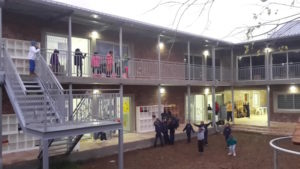 Goede Mensen heeft de lokalen op de eerste verdieping gerealiseerd. Wij zijn de zogenaamde 'First floor people.'
